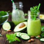 Frullato verde con avocado, cetriolo e spinaci
