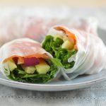 Involtini primavera con salmone e verdure